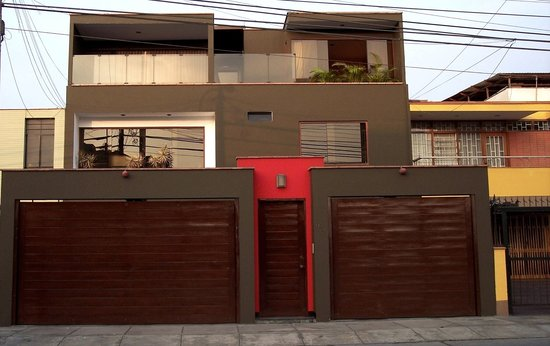 Benavides Family Guest House: Front of the house