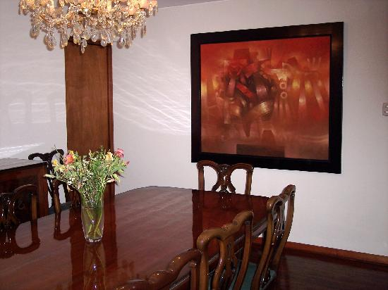 Benavides Family Guest House: Formal dining room