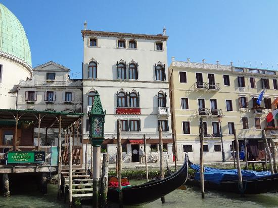 Hotel Antiche Figure: Beautful hotel on the Grand Canal