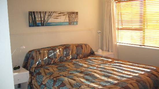 Onetangi Beach Apartments: Nice bedroom