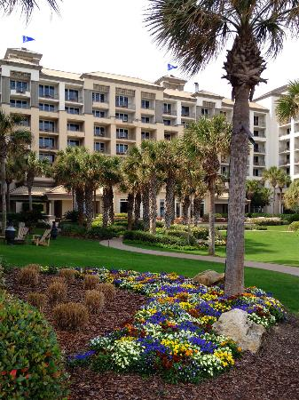 The Ritz-Carlton, Amelia Island: Spring flowers adorn the Ritz-Carlton Amelia Island
