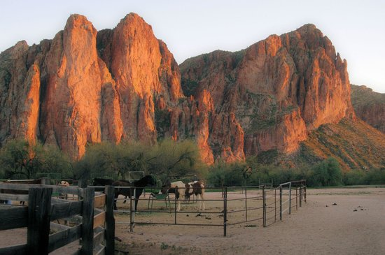 Saguaro Lake Guest Ranch: Sunset over the ranch