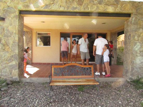 Posada La Sonada: entrada allugar