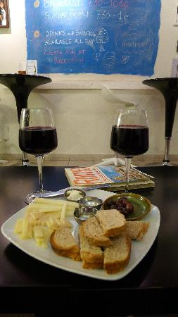 The Beehive: A real surprise, a tasty wine, cheese and olives snack with lovely organic wine