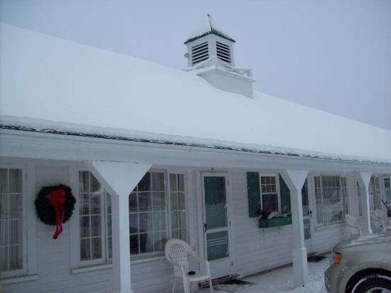 سكول هاوس موتل: Snowy School House Motel