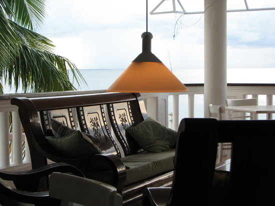 Ocean View Bar & Grill: Relax in style