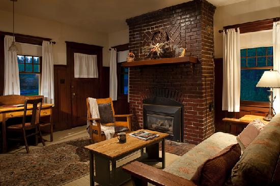 Belton Chalet: Interior view of Lewis & Clark Cottages