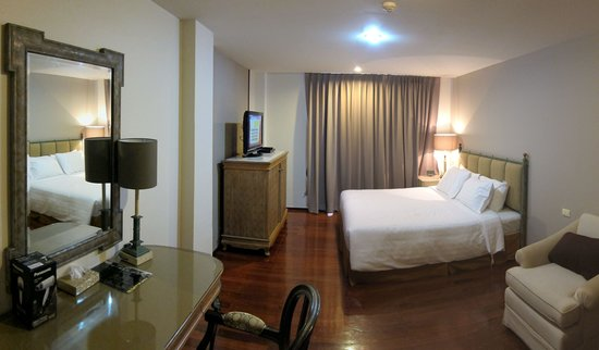 Asoke Residence Sukhumvit: Wide angle view of our room.