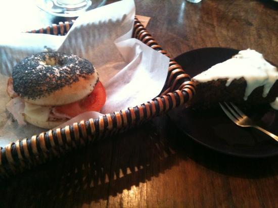 Bagelmama : tasty bite served in a basket