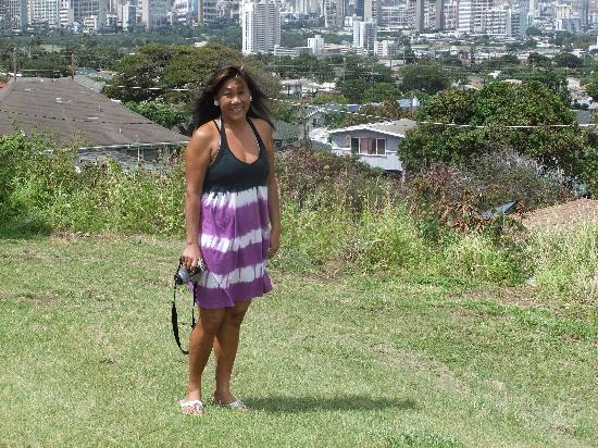 """Aloha Private Tours: Suzie and her """"secret"""" lookout over Honolulu"""
