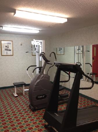 Sleep Inn & Suites: small fitness center...