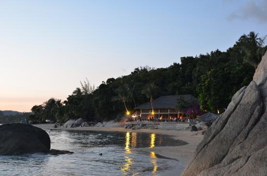 THE BAY Resort & Restaurant: отель вечером