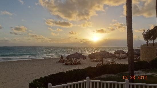Paradisus Punta Cana Resort: a beautiful sunrise over the beach