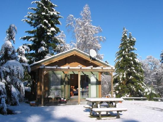 Chalets Motel: Spa Chalet in Winter