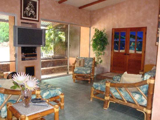 Maui Guest House: Media Room