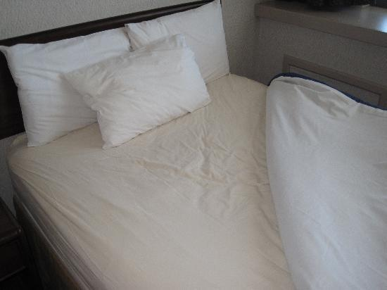 Home Suites Inn: clean bed sheets
