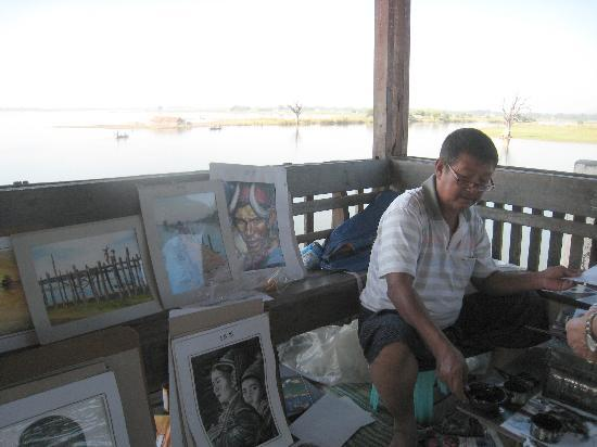 U Bein Bridge: A local artist at work in the rest 'hut'