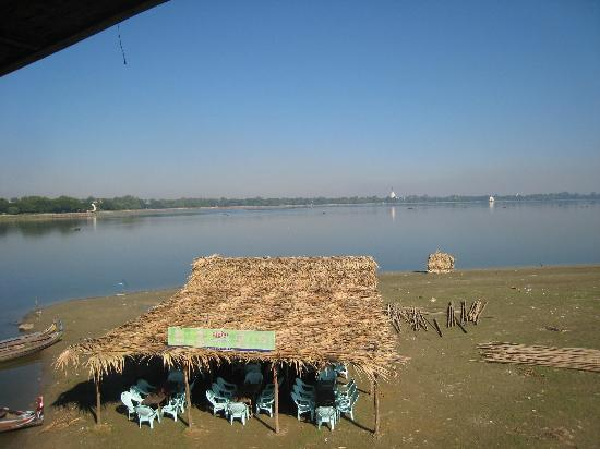 U Bein Bridge: Looking down from the rest 'hut' to a 'cafe' set up on an earth bank