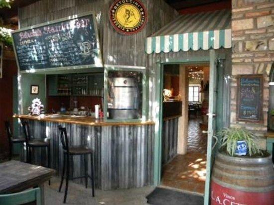 Betuccini's Pizzeria & Trattoria: Entrance to Dinning Area