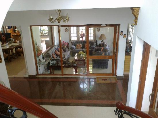 Pleasant Stay Guest House: Inside the bungalow