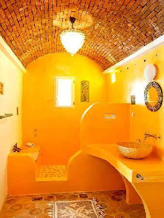 Zakspitaki B&B: Jacaranda Bathroom