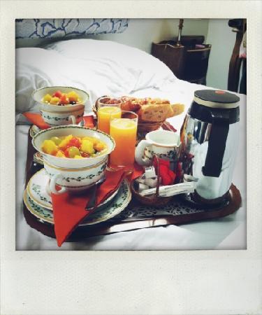Relais Hotel du Vieux Paris: colazione in camera