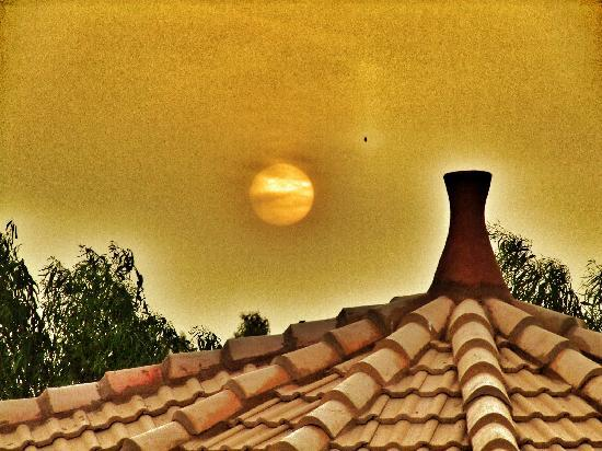 Le Kenkeni : Sunset from the rooftop