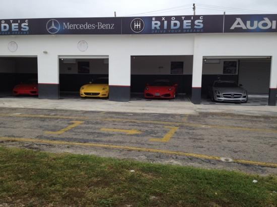 Exotic Rides Mexico: half of the garage showing the Merc, 2 Ferrari's and a Lambo