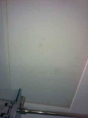 Eurostars Gran Vía: spotted ceiling
