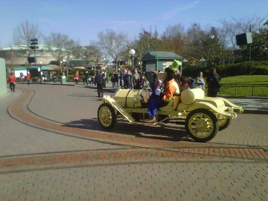 Disneyland Hotel : la parade à 11h