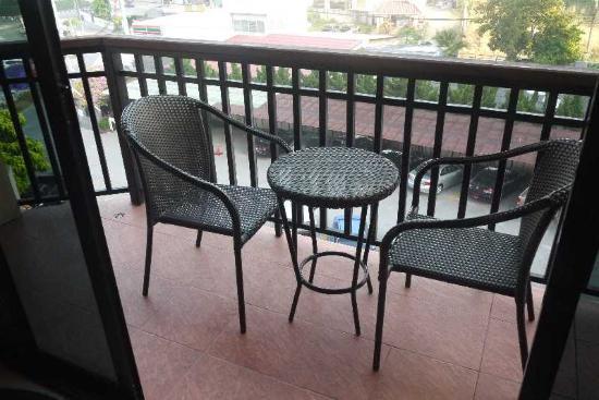 Nova Park Hotel Pattaya : ベランダ