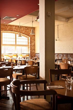 Irvins Brasserie: interior