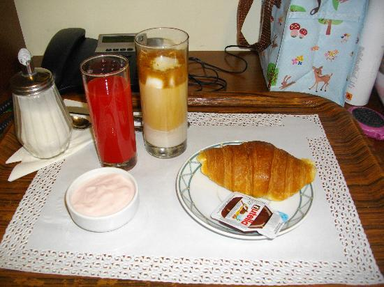 Hotel De Monti: My delicious breakfast delievered to the room exactly on time.