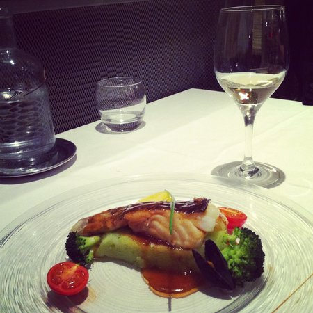 Le Coq d'Or: white fish with vegetable puree