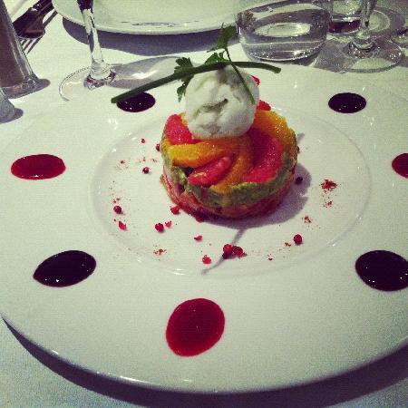 Le Coq d'Or: salmom tartare with avocado