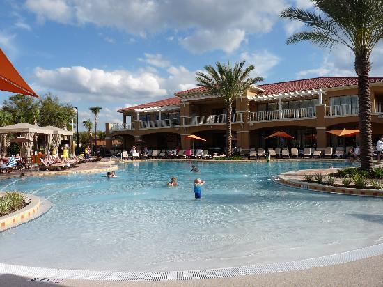 Piscine principale picture of fantasy world club villas for Club de natation piscine parc olympique