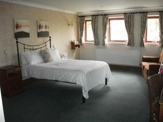 The Boundary Hotel: lovely big room