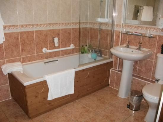 The Boundary Hotel: big bathroom with plenty toiletries