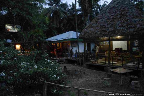 Andaman Bubbles : The Shop at night