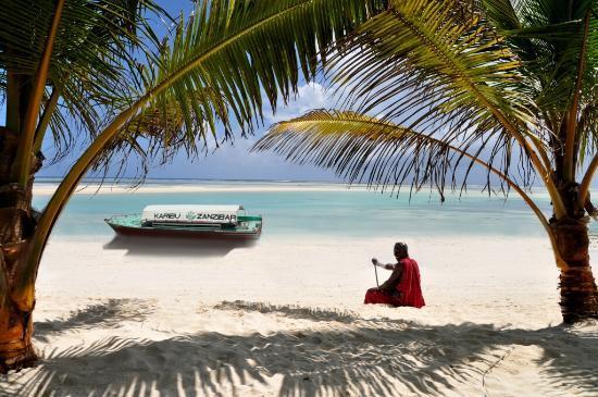 Neptune Pwani Beach Resort & Spa: Massai Jeremias am Strand