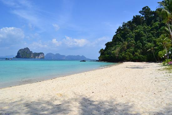 Koh Ngai Thanya Beach Resort: Beach in front of Thanya