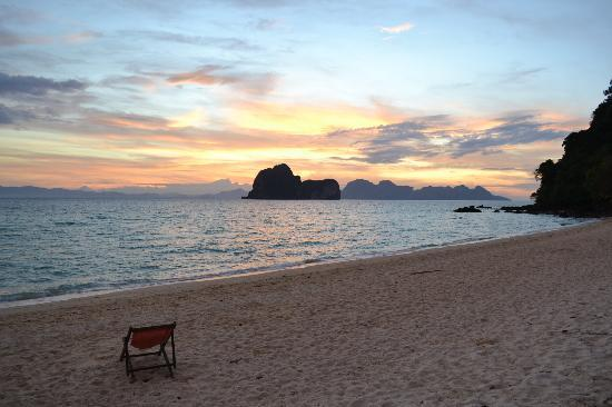 Koh Ngai Thanya Beach Resort: Sunset