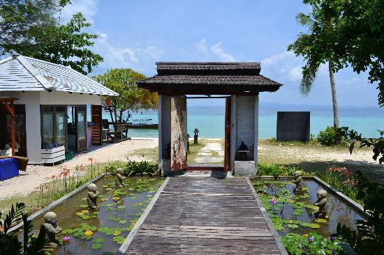 Koh Ngai Thanya Beach Resort: Entry to Thanya resort