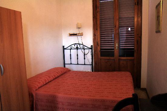 Hotel Medici: double room, shared bath at Hotel Merdici
