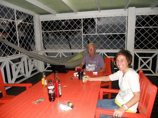 Boiled Frog Guesthouse: Piton et Rum sur la véranda