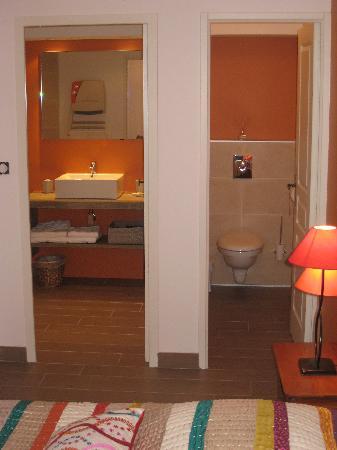 Les Terrasses du Luberon: salle de bain ch1