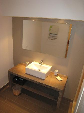 Les Terrasses du Luberon : salle de bain ch2