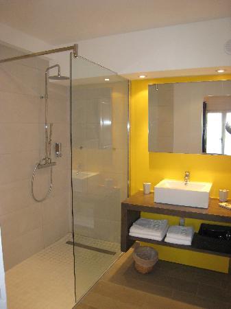 Les Terrasses du Luberon : salle de bain ch4