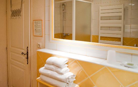 Les Terrasses du Luberon : salle de bain ch5