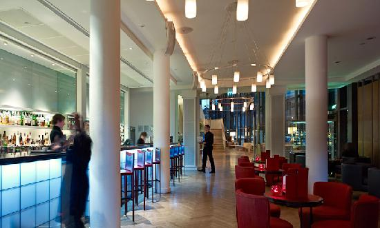 DoubleTree by Hilton Manchester Piccadilly: Piccadilly Lounge Mood Lighting